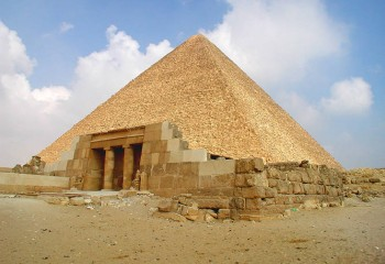 Cheops_pyramid_01